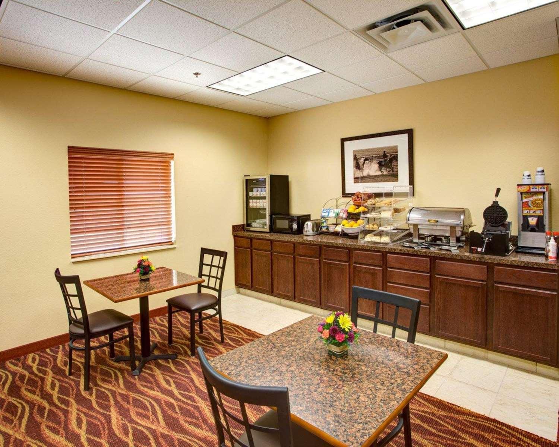 Restaurant - Rodeway Inn & Suites Phillipsburg