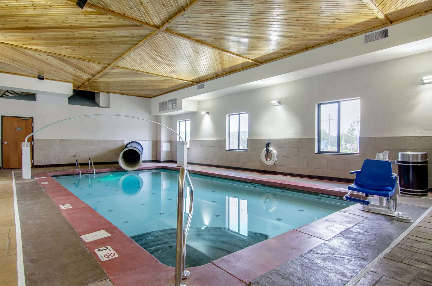 Pool - Comfort Inn & Suites Shawnee