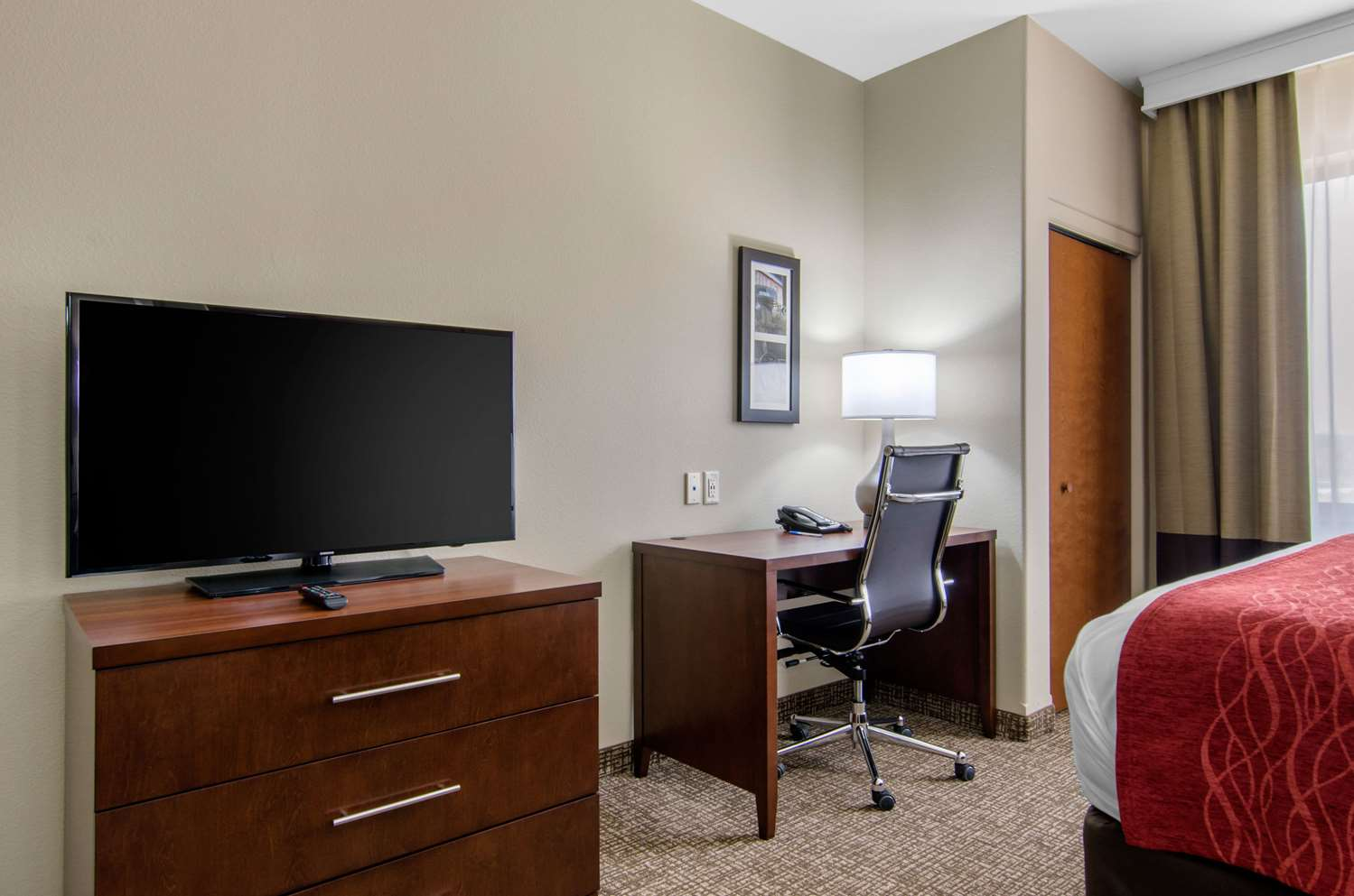 Room - Comfort Inn & Suites Shawnee