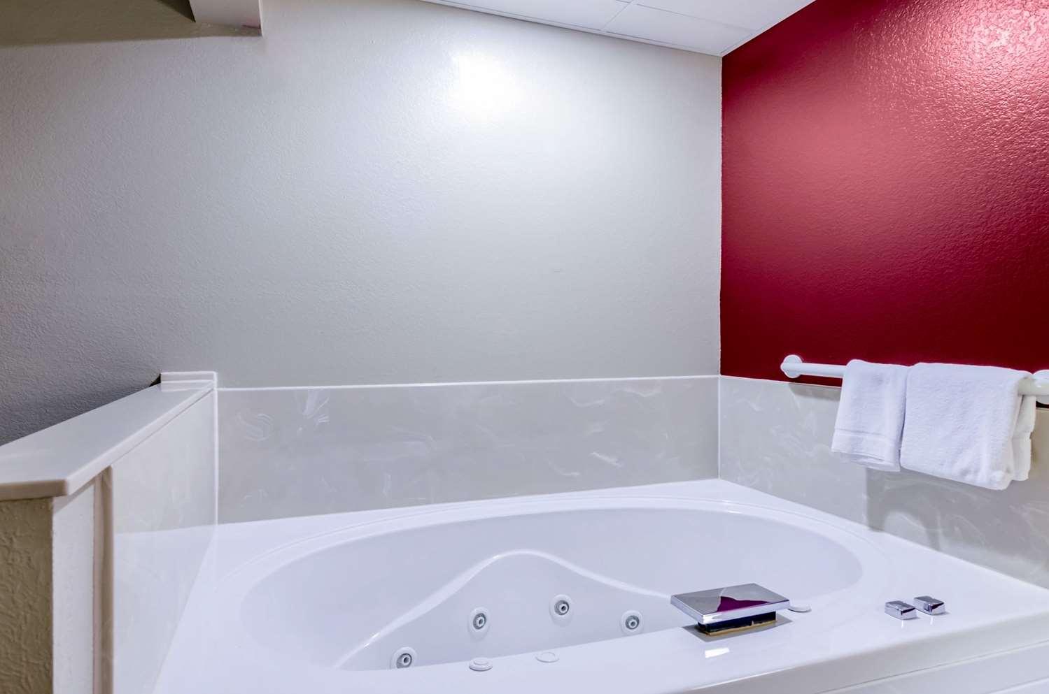 Suite - Rodeway Inn Hesston