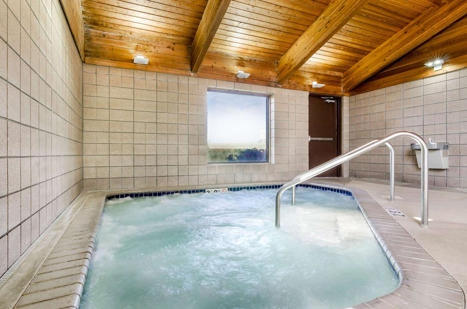 Pool - Rodeway Inn Hesston
