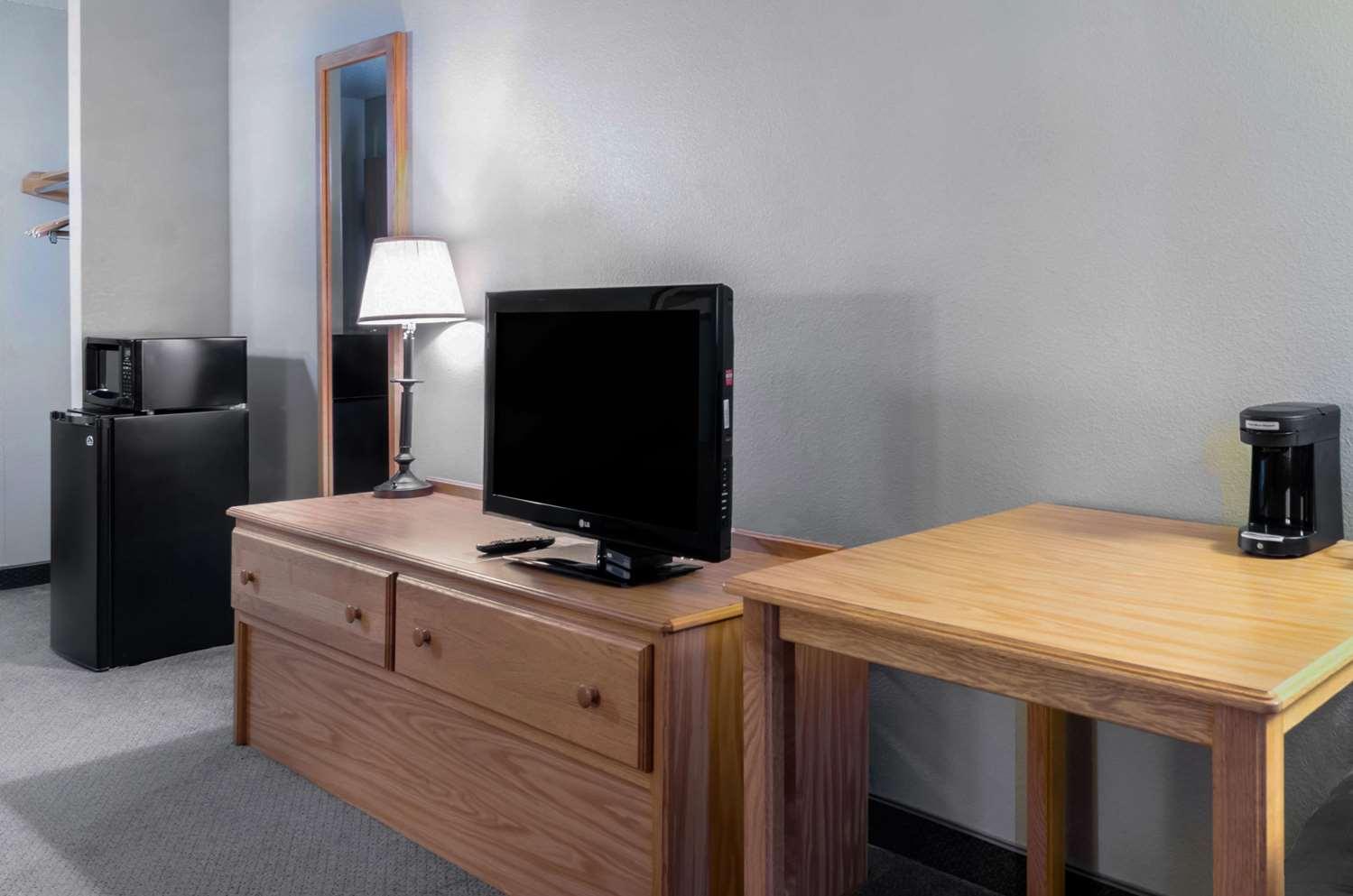 Room - Rodeway Inn Hesston