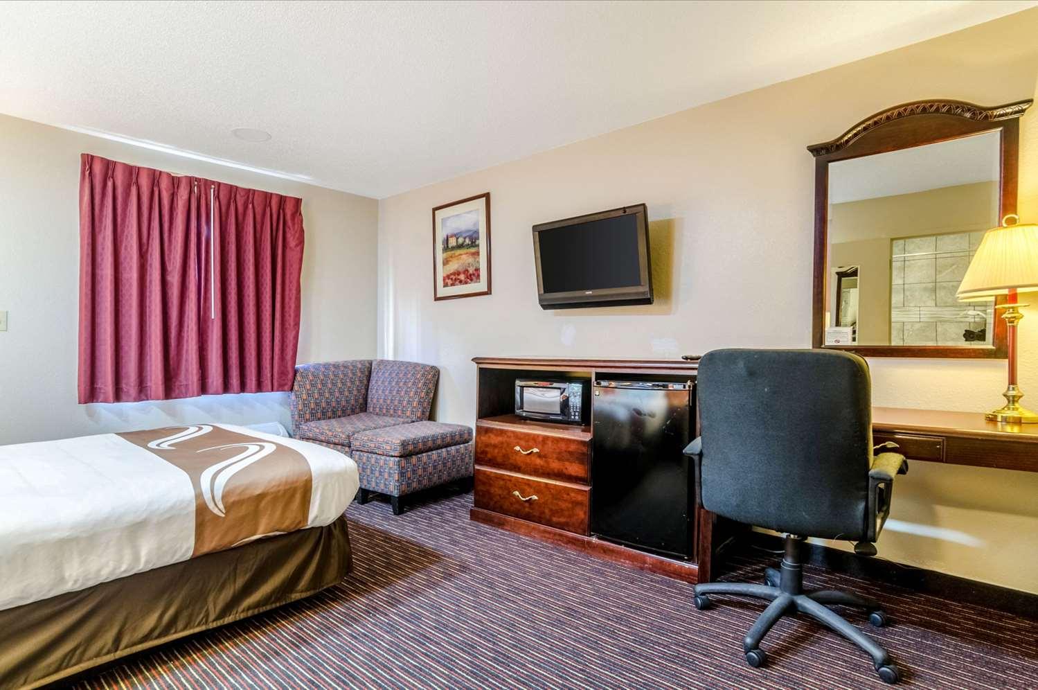 Room - Quality Inn South Wichita