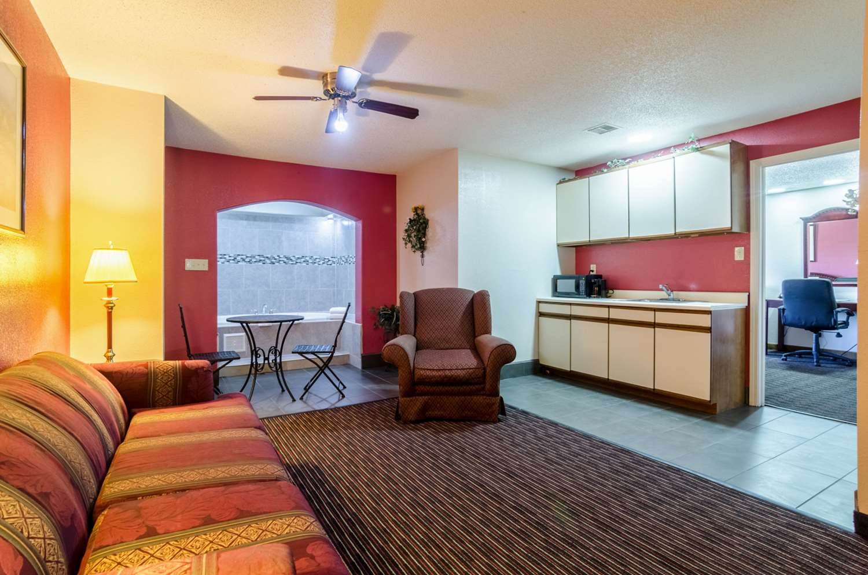 Suite - Quality Inn South Wichita