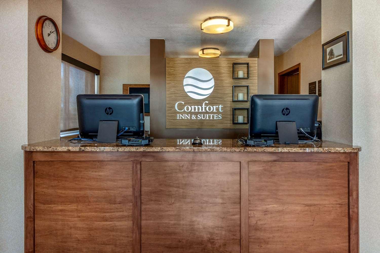 Lobby - Comfort Inn & Suites Hays