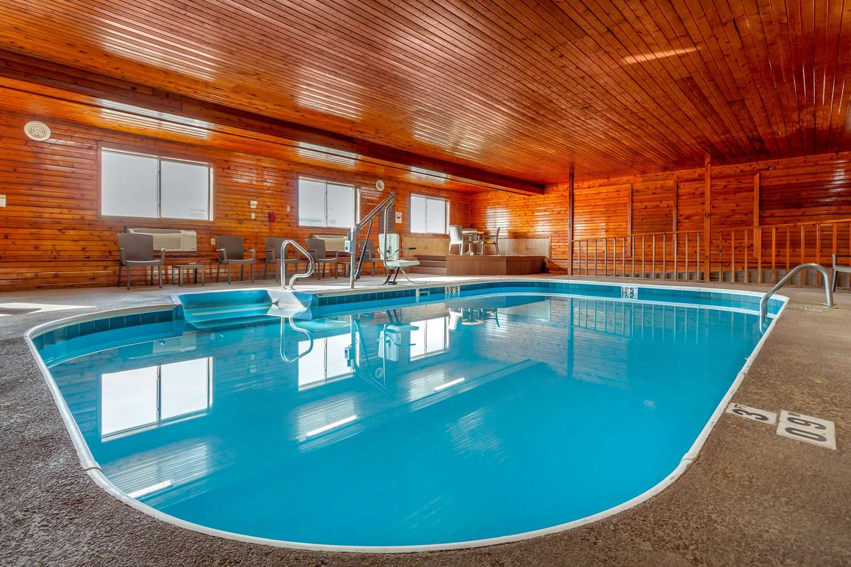 Pool - Comfort Inn & Suites Hays