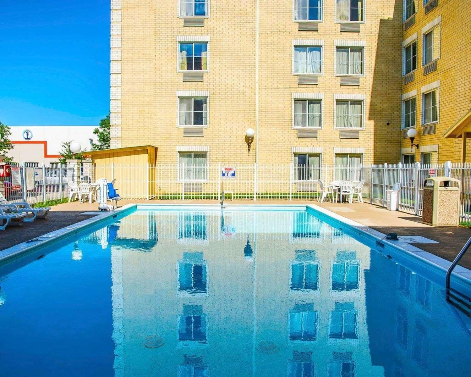 Pool - Quality Inn & Suites Erlanger