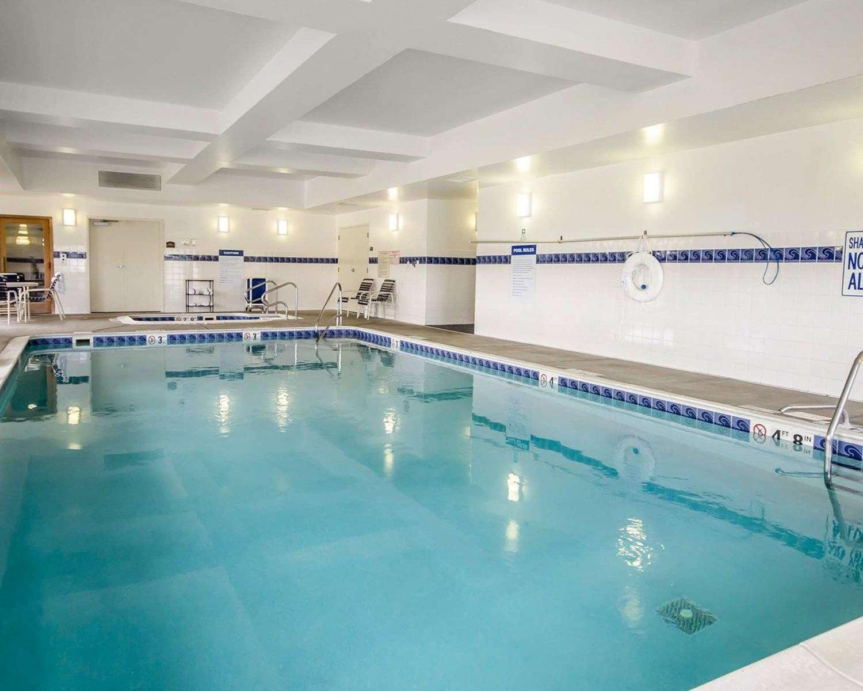 Pool - Comfort Inn Shively