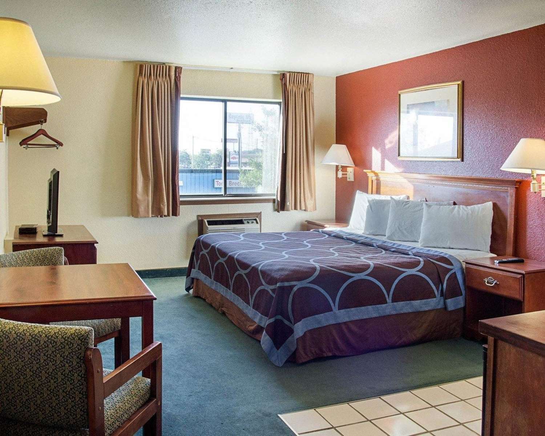 Room - Rodeway Inn Florence