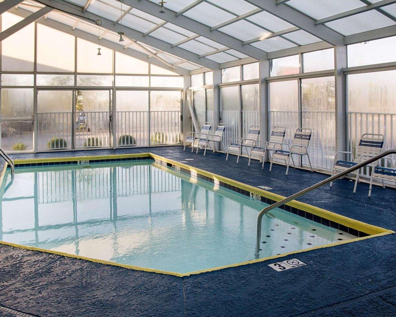 Pool - Rodeway Inn Florence