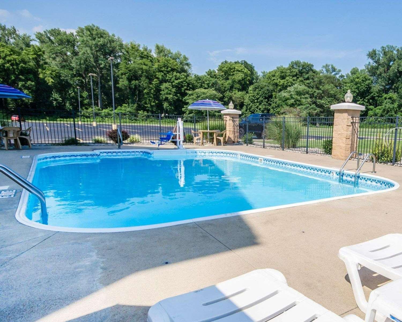 Pool - Comfort Inn Henderson
