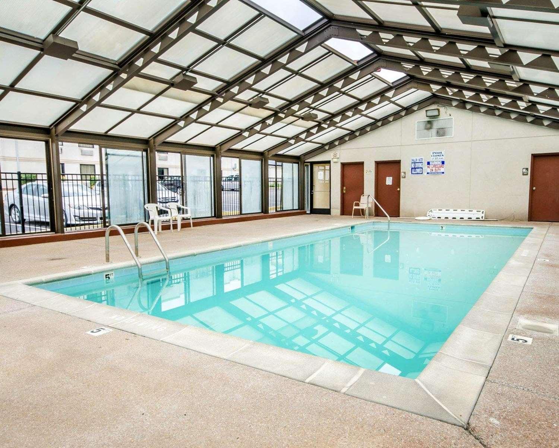 Pool - Econo Lodge London