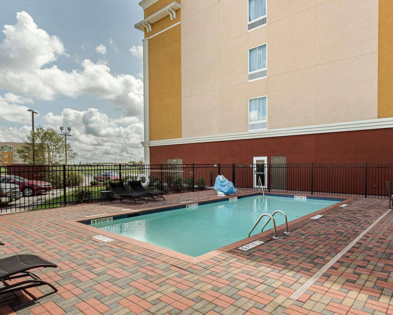Pool - Comfort Suites Gonzales