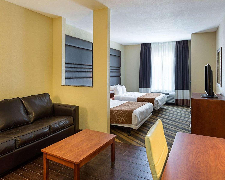 Room - Comfort Suites Gonzales