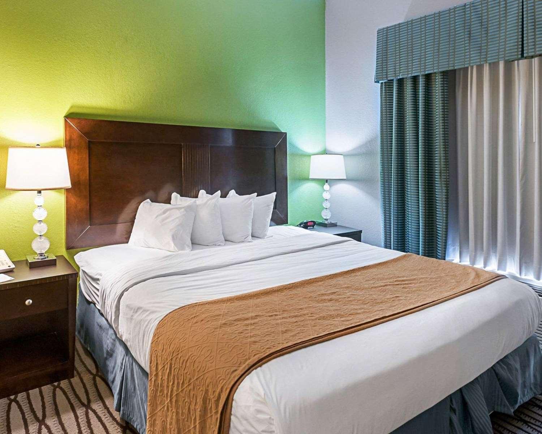 Room - Quality Inn & Suites Sulphur