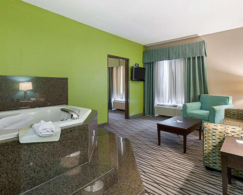 Suite - Quality Inn & Suites Sulphur