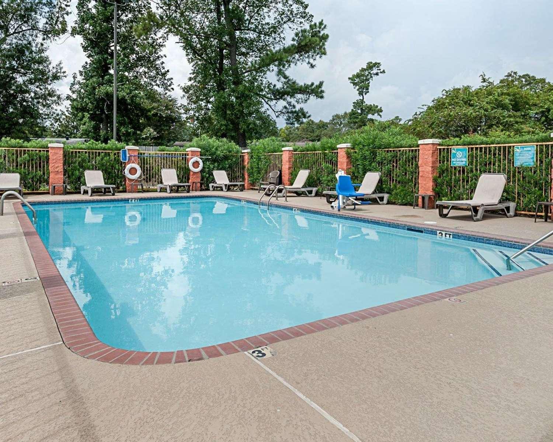 Pool - Quality Inn & Suites Sulphur