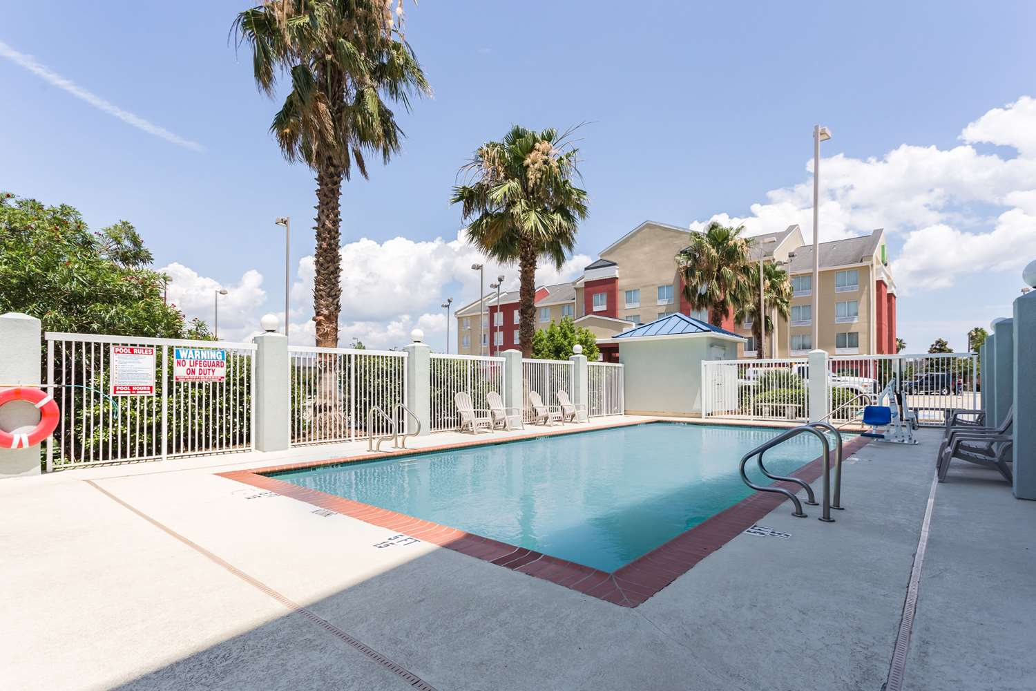 Pool - Comfort Suites New Orleans East