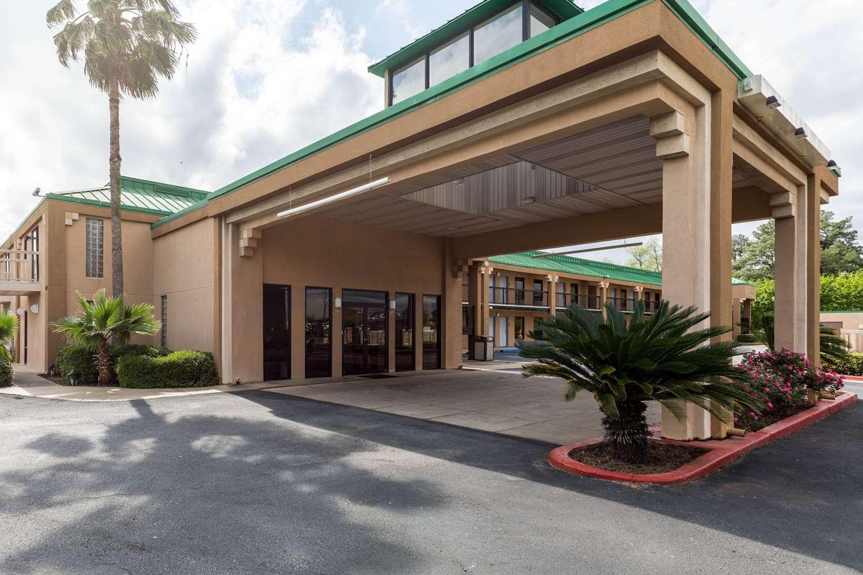 Exterior view - Quality Inn Alexandria
