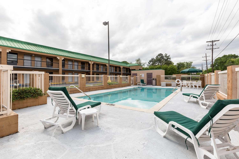 Pool - Quality Inn Alexandria