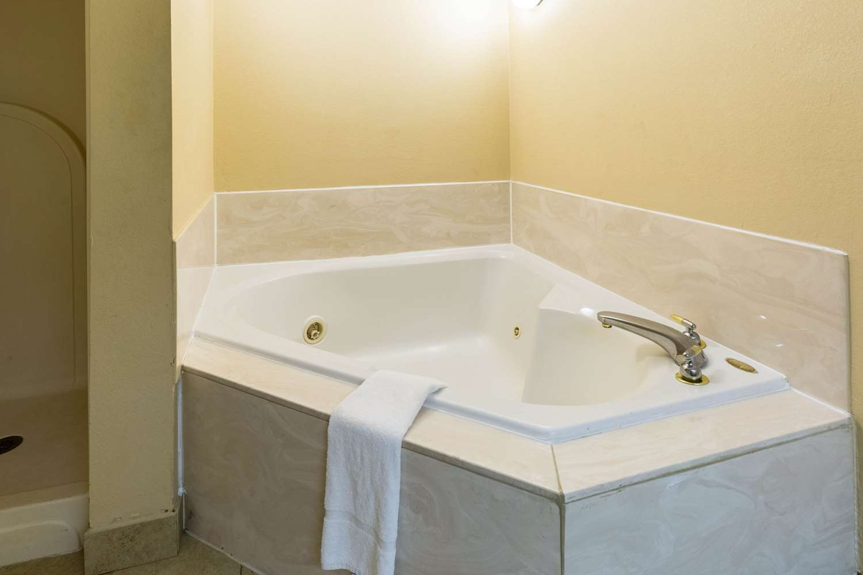 Suite - Quality Inn Alexandria