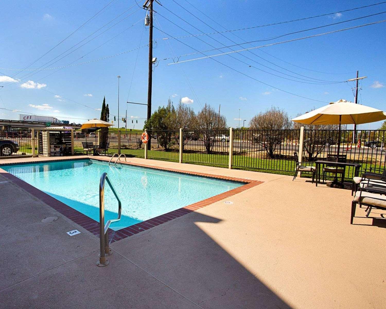 Pool - Quality Inn Hammond