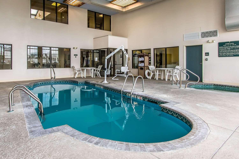 Pool - Quality Suites New Iberia