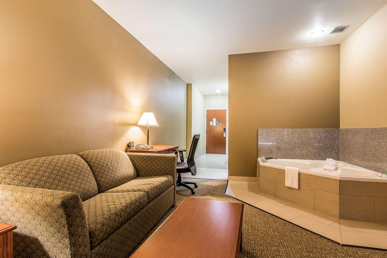 Suite - Quality Suites New Iberia