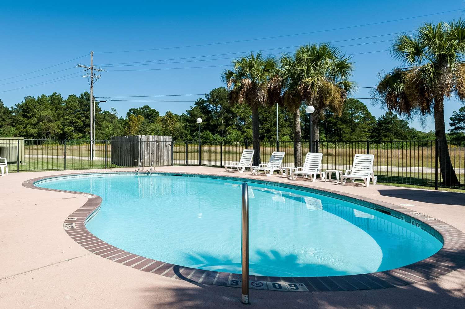 Pool - Quality Inn & Suites Lake Charles