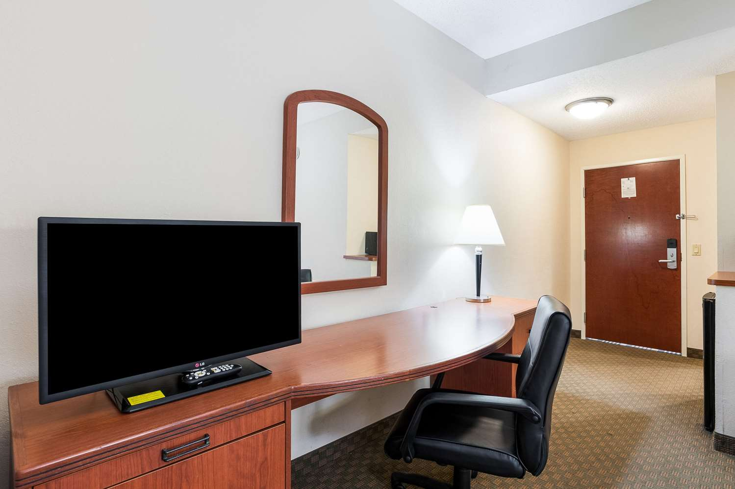 Room - Quality Inn & Suites Lake Charles