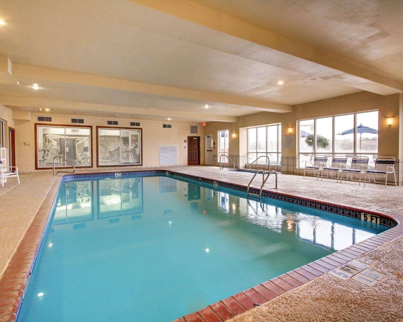 Pool - Comfort Suites Vidalia