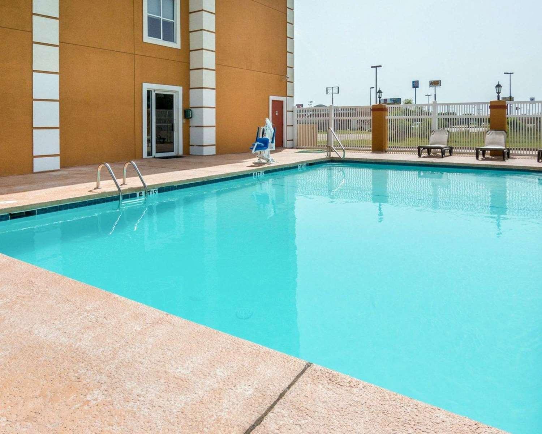 Pool - Quality Inn & Suites West Monroe