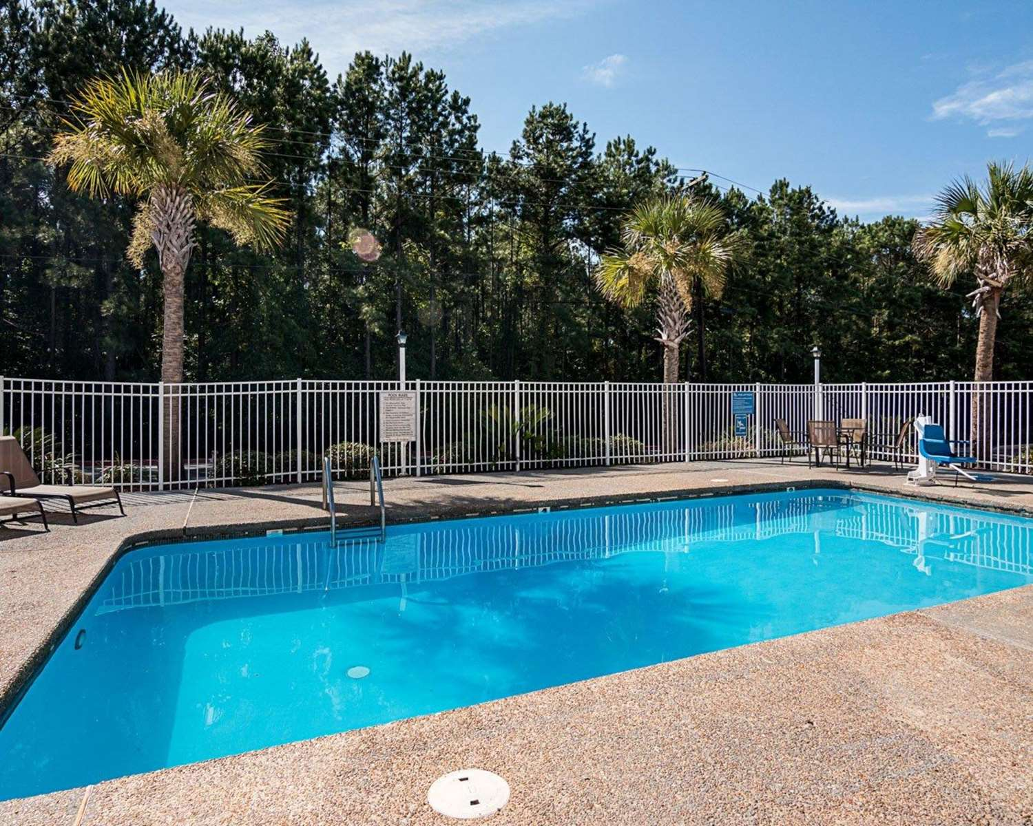 Pool - Econo Lodge Natchitoches