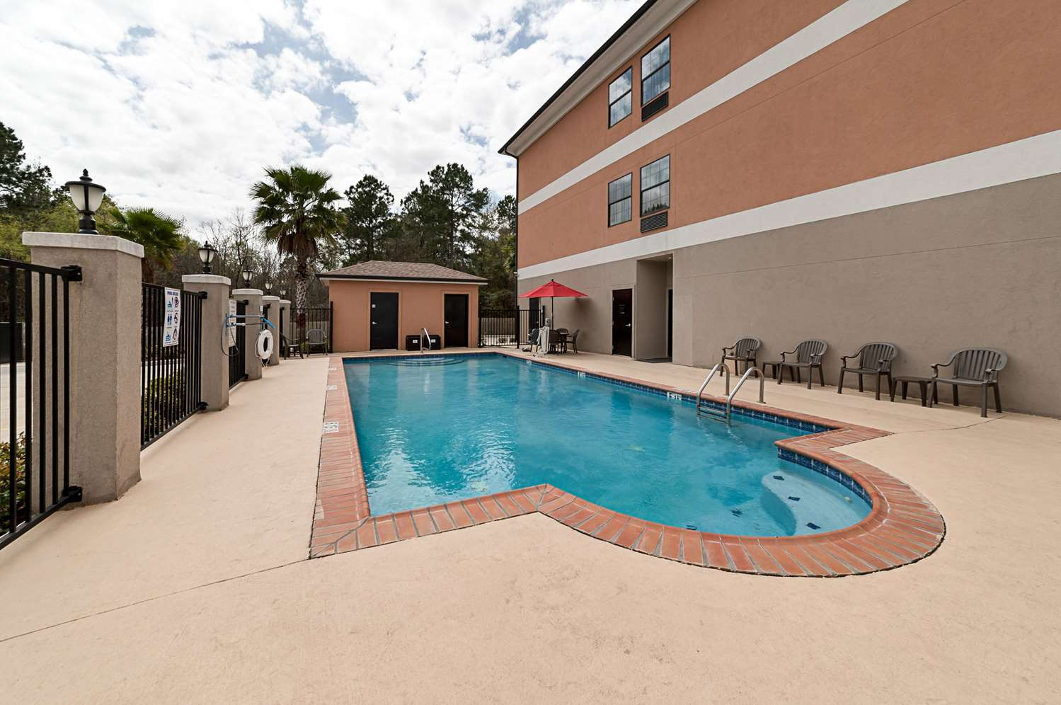 Pool - Comfort Suites Sulphur