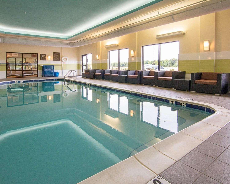 Pool - Comfort Suites Bossier City