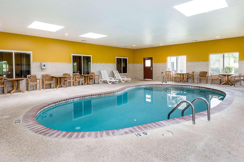 Pool - Comfort Suites Leesville