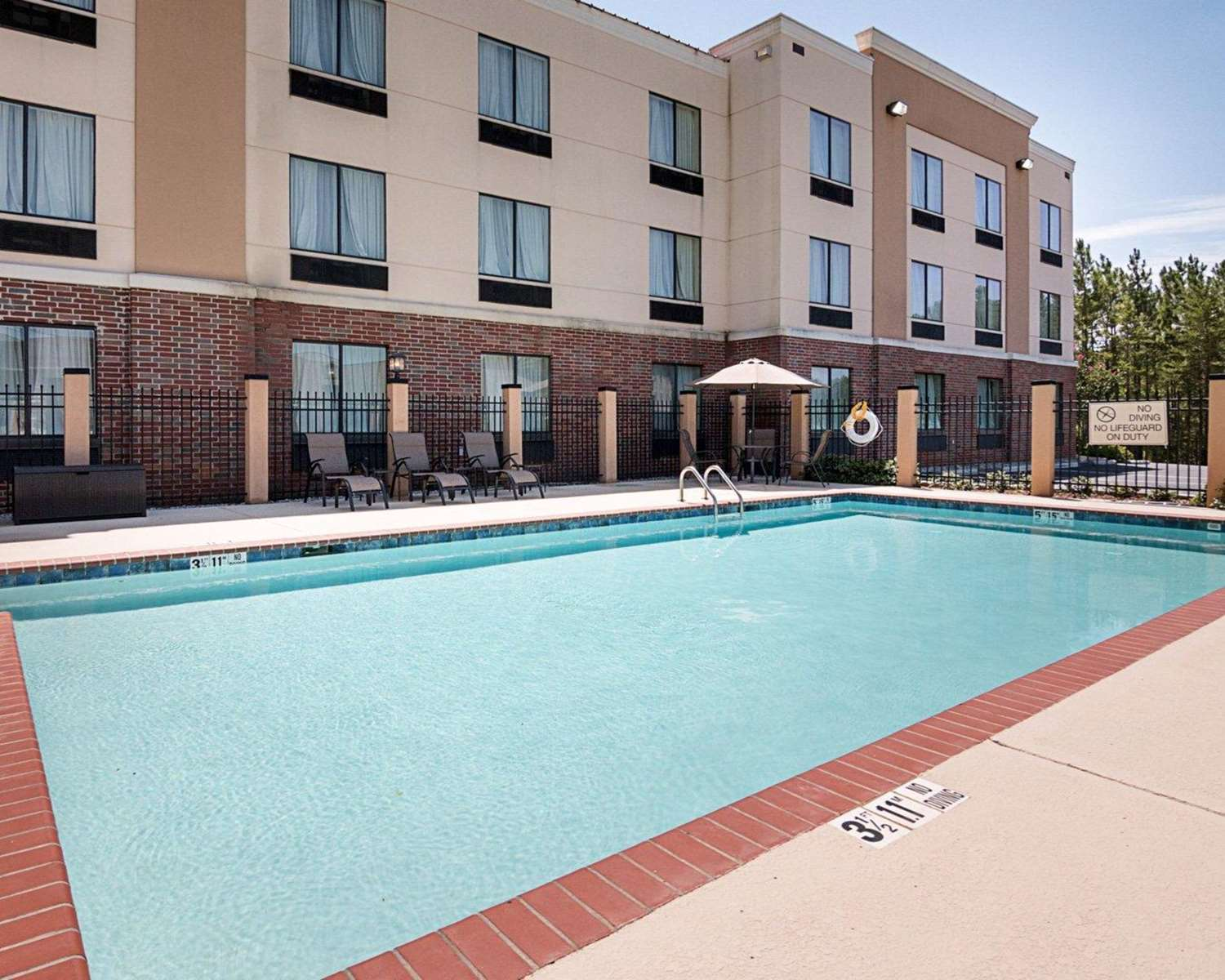 Pool - Comfort Suites Natchitoches