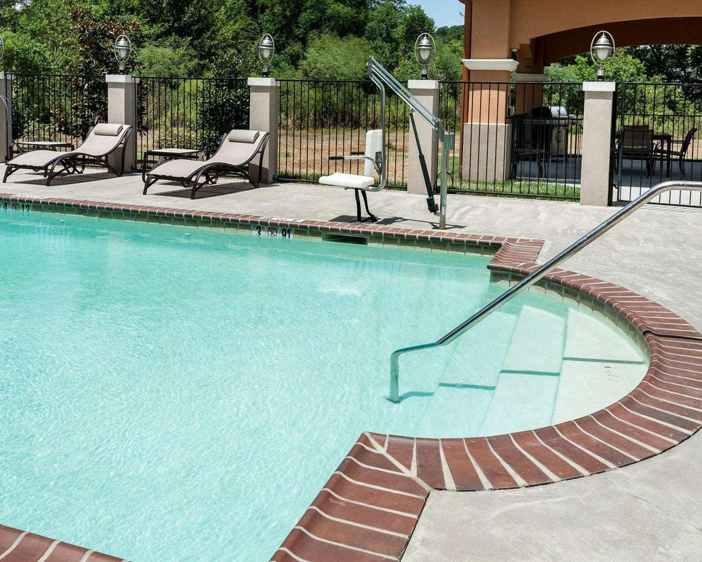Pool - Comfort Suites Lafayette