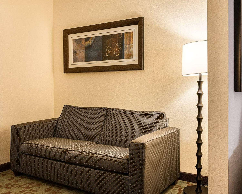 Room - Comfort Suites Lafayette