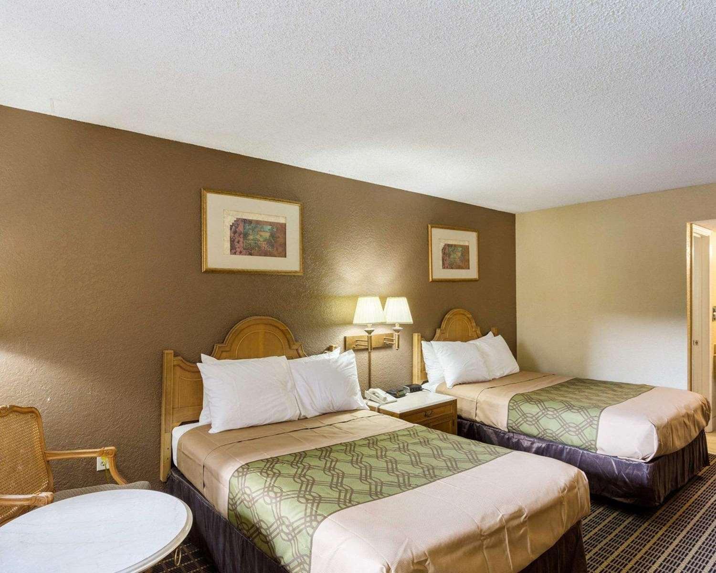 Room - Econo Lodge Kenner