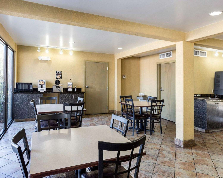 Restaurant - Econo Lodge Kenner