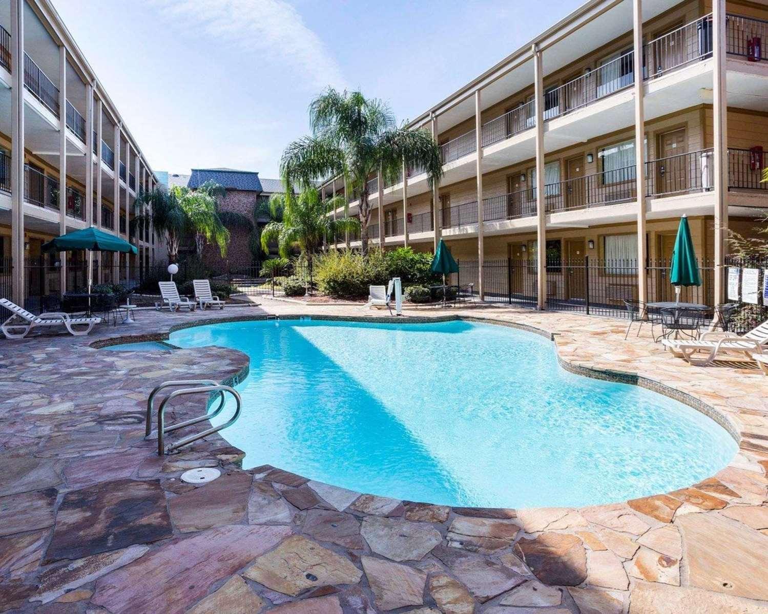 Pool - Econo Lodge Kenner