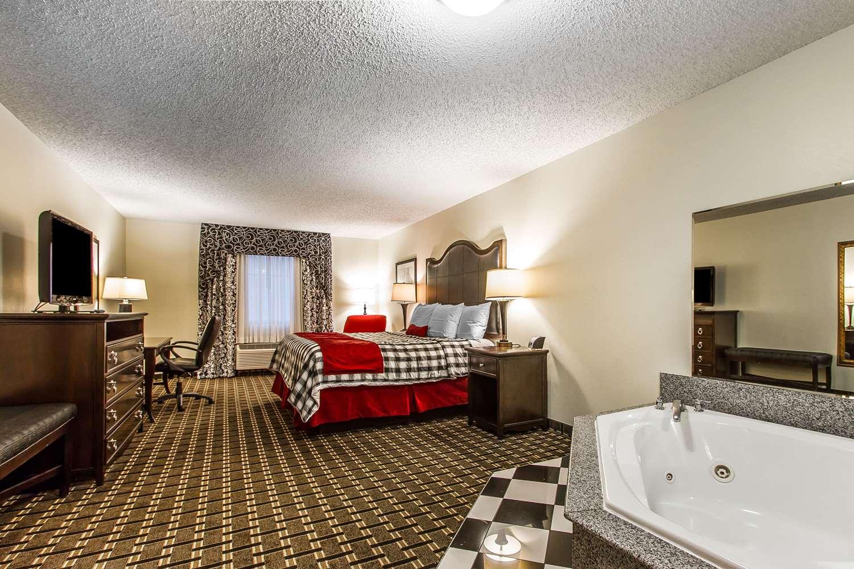 Room - Evangeline Downs Hotel Opelousas