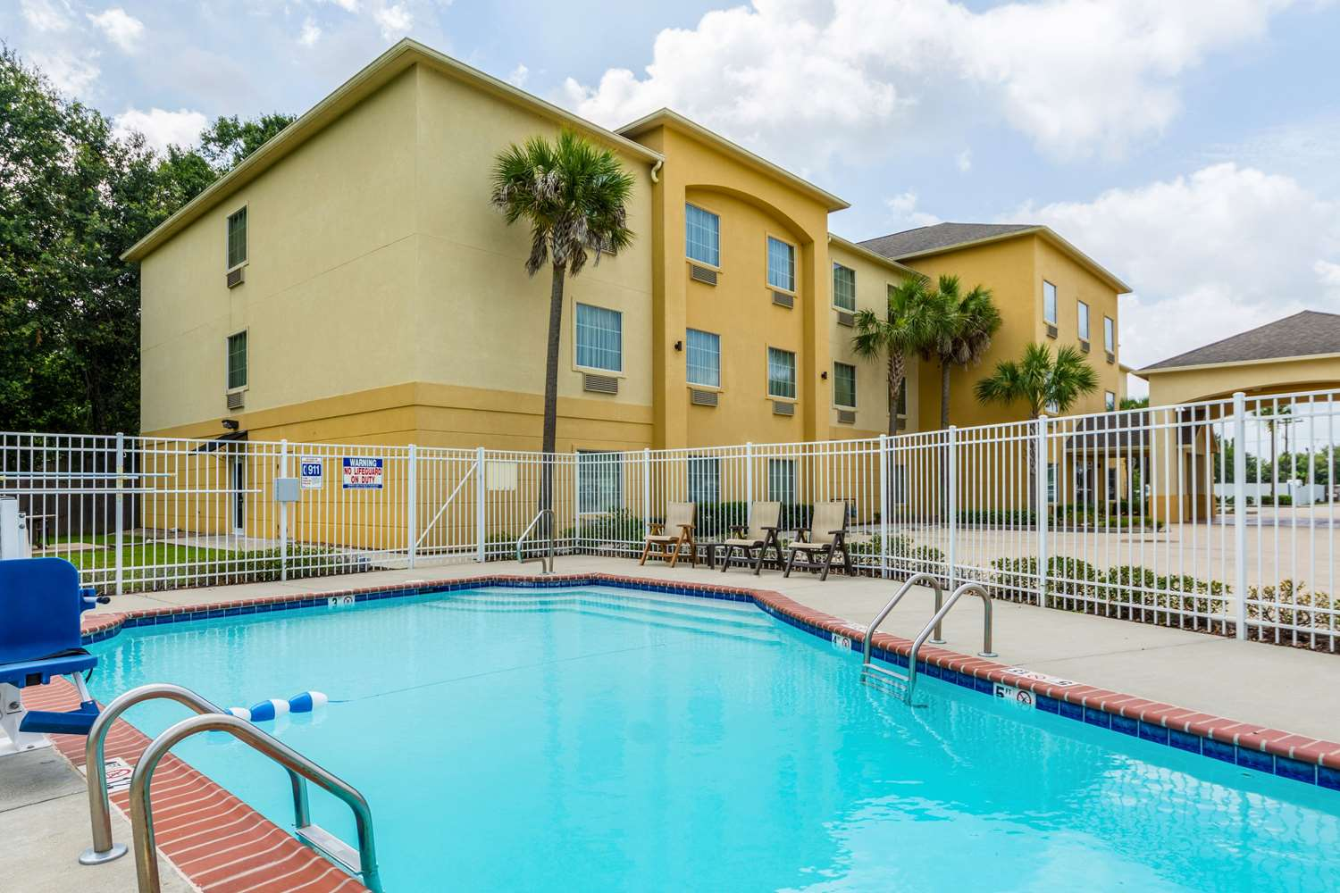 Pool - Comfort Inn & Suites Scott
