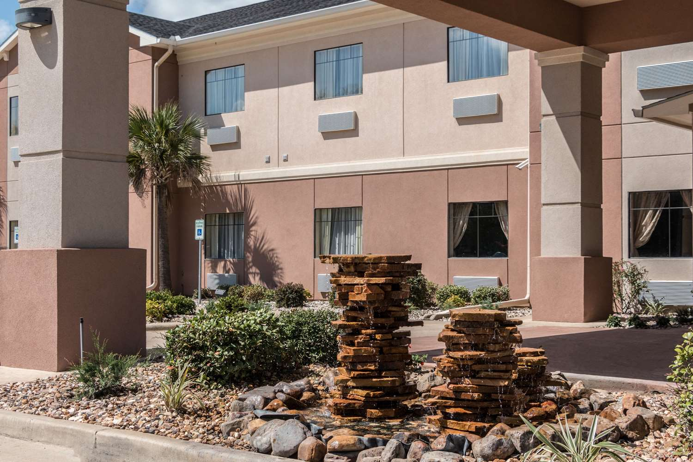 Exterior view - Comfort Inn & Suites Mansfield