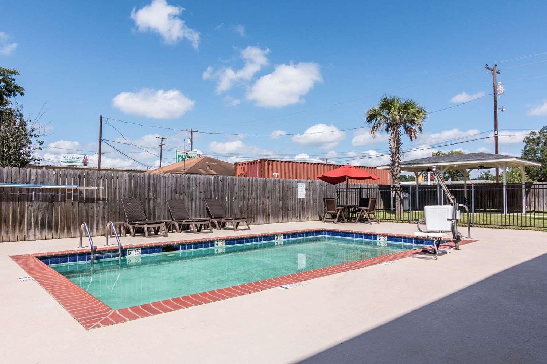 Pool - Comfort Inn & Suites Mansfield
