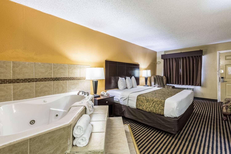 Room - Rodeway Inn Airport Alexandria