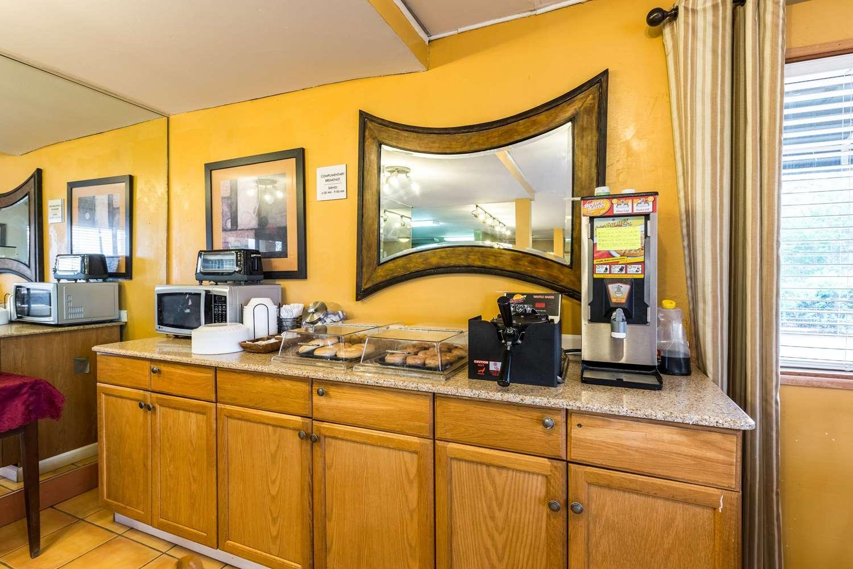 Restaurant - Rodeway Inn Airport Alexandria
