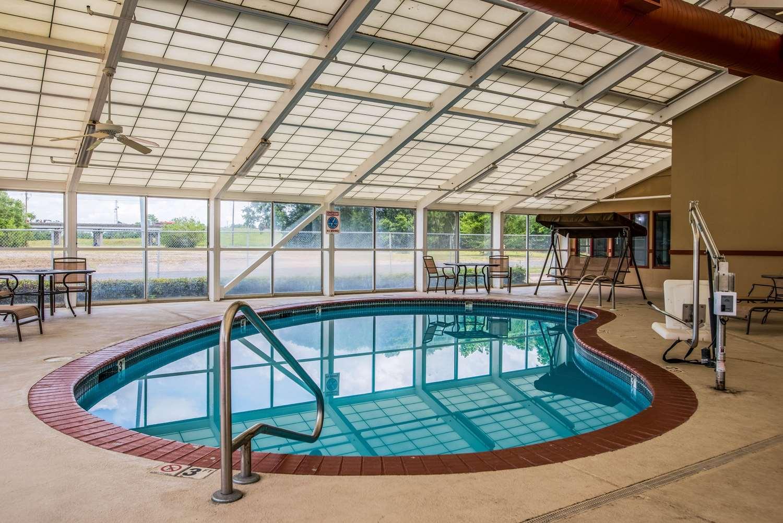 Pool - Quality Suites Lake Charles