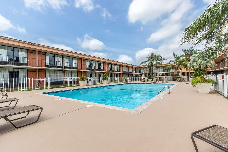 Pool - Clarion Inn Morgan City